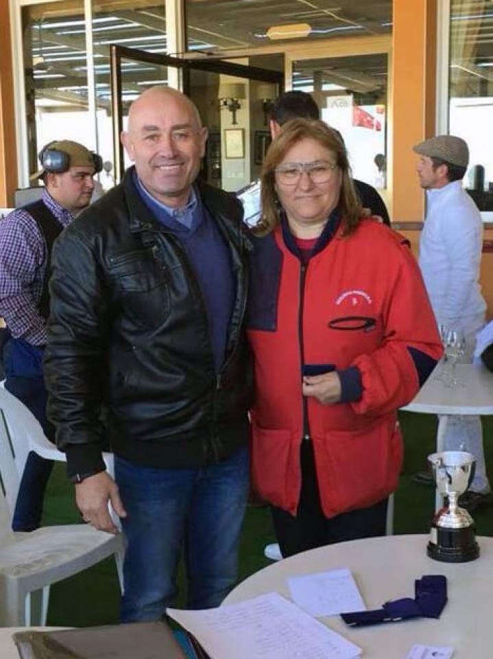 La Campeona de la categoría Femenina, Dª Mercedes Román González con Camilo Hurtado.
