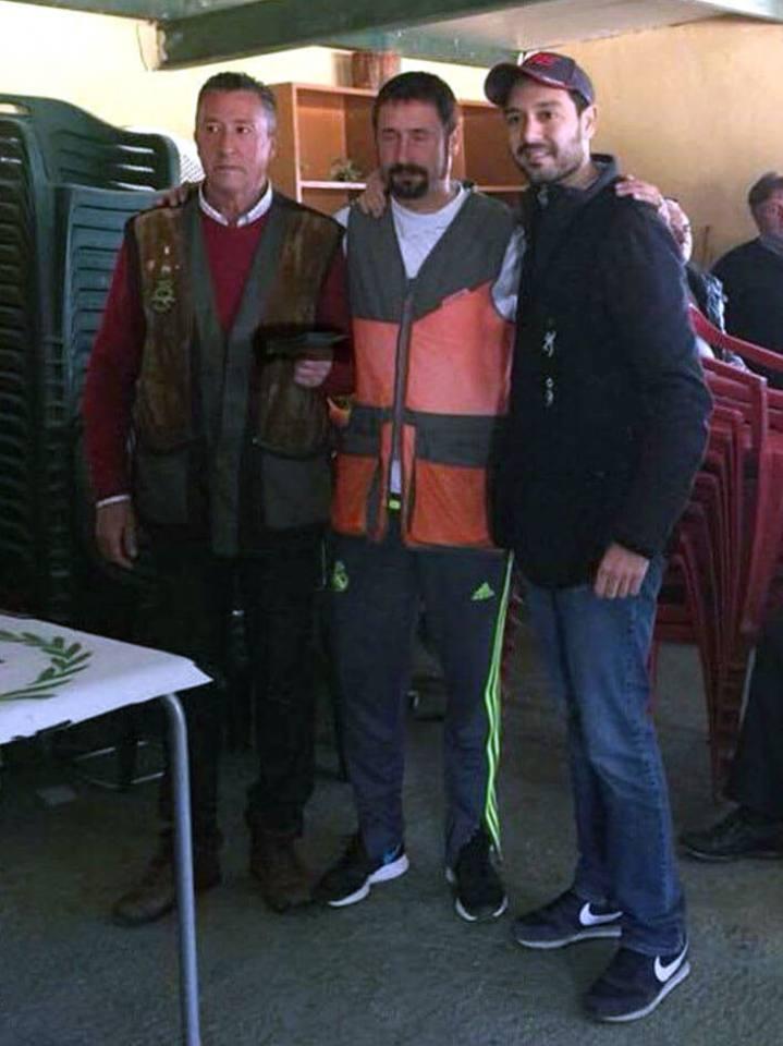 A la izquierda de esta imagen, el Campeón de la tirada, D. Miguel de la Rosa.